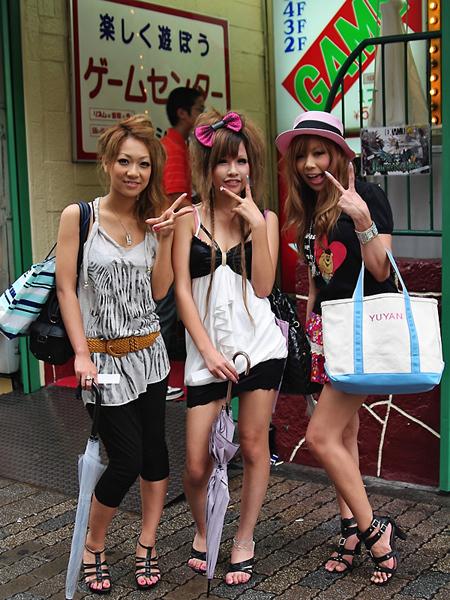 three-shibuya-girls-center-08-2009-002-b
