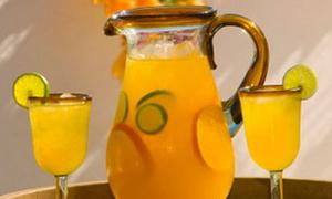Uống nước cam buổi sáng, tại sao không?