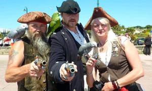 Hoảng hồn với gần 9.000 tên cướp biển 'xâm chiếm' đất liền