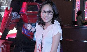 Hai con gái Thanh Lam xinh xắn đi xem phim