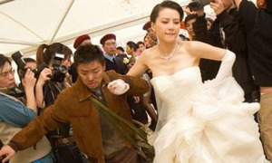Cổ Thiên Lạc bị Vương Bảo Cường 'cướp' cô dâu