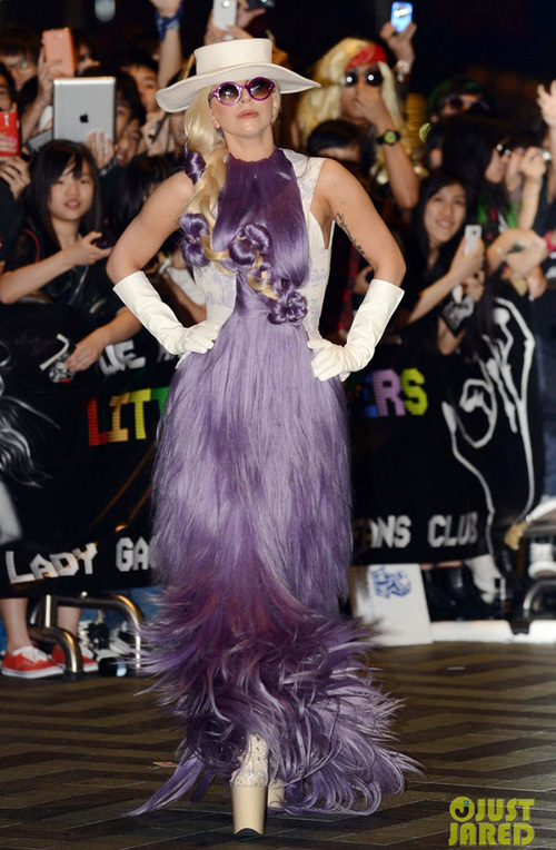 gaga-purple-dress-03-883389-1371142307_5
