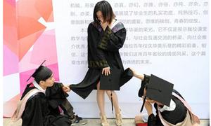 Cười xả ga ảnh tốt nghiệp khó đỡ