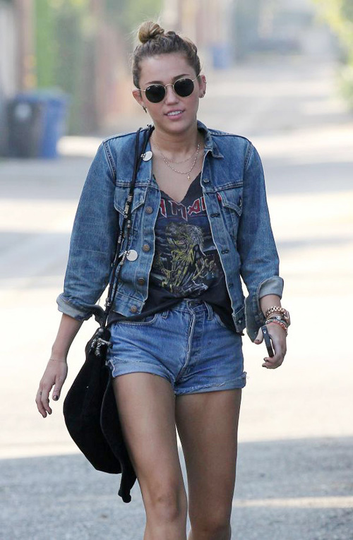 miley-cyrus-high-waisted-shorts-10-67680