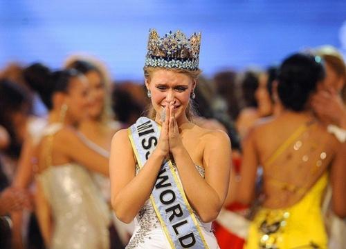 Thi Miss World nên mặc váy màu gì? Missworld2010-143513-1372694644_500x0