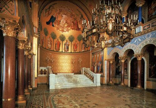 throne-hall-220184-1372677725_500x0.jpg
