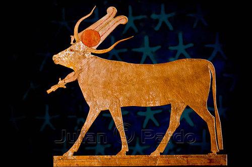 4-egyptian-mythology--hathor-as-sacred-c