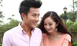 Dương Mịch - Lưu Khải Uy tíu tít trên phim trường