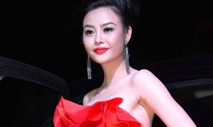 Hoa hậu hoàn cầu 2012 'lột xác' với hình ảnh quý bà