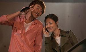 Cầm ngược điện thoại - lỗi sai kinh điển trong drama Hàn