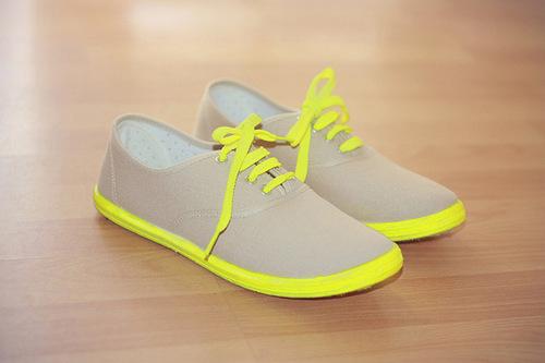 Hô biến những đôi giày bata trở nên phong cách.