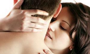Miệng âm đạo tiếp xúc với tinh dịch dính trên quần