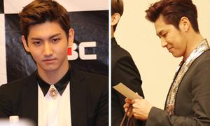 Chang Min trầm ngâm, Yun Ho chăm chú đọc thư fan