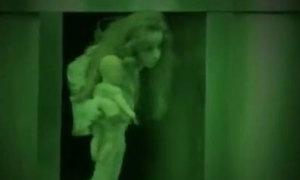 Thang máy có bóng ma vật vờ la hét