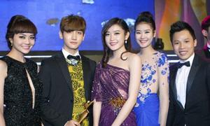 Chân dài Việt tươi rói chụp ảnh cùng Chang Min DBSK