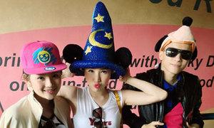 Bảo Thy khoe bộ sưu tập mũ ngộ nghĩnh ở Hong Kong
