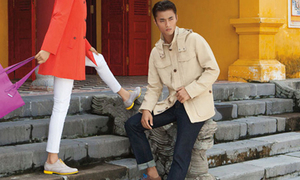 Siêu mẫu quốc tế ngồi lên đầu rồng tại Việt Nam