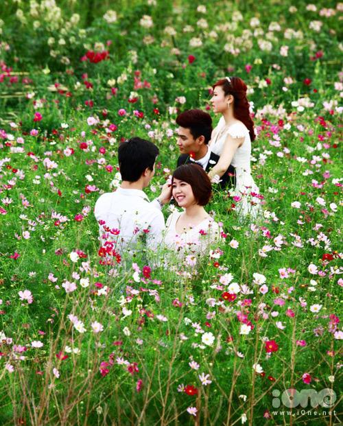 gioi-tre-chen-chan-chup-vuon-hoa-12-2026