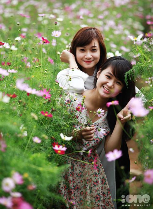 gioi-tre-chen-chan-chup-vuon-hoa-3-54173