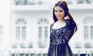 Lily Luta quyến rũ trong sắc đen huyền bí