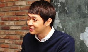 Fan đội mưa 2 ngày chờ chữ ký Yoo Chun JYJ