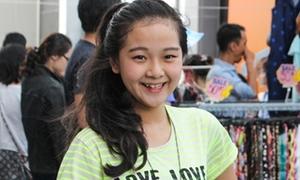Tam Triều Dâng cười tít ở hội chợ sale sau kỳ thi