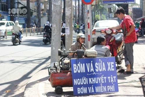 Tấm biển hiện đang được đặt tại góc đường Nguyễn Thị Minh Khai - Cống Quỳnh.