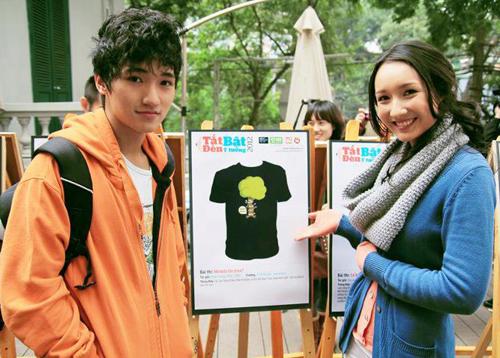 Fox Phạm và người bạn Anna Trương bênthiết kế được trao giải