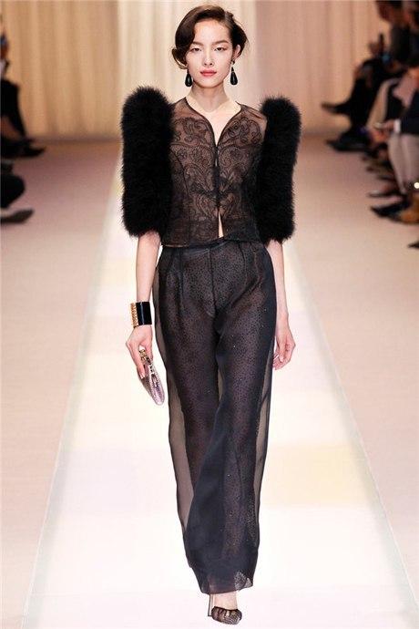 Người mẫu Tôn Phi Phi (Sun Feifei) tại show Armani Prive, khuôn khổ Tuần thời trang Paris Thu Đông 2013.