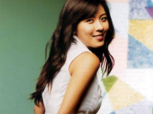 Ha-Ji-Won-050053-1375844954_500x0.jpg