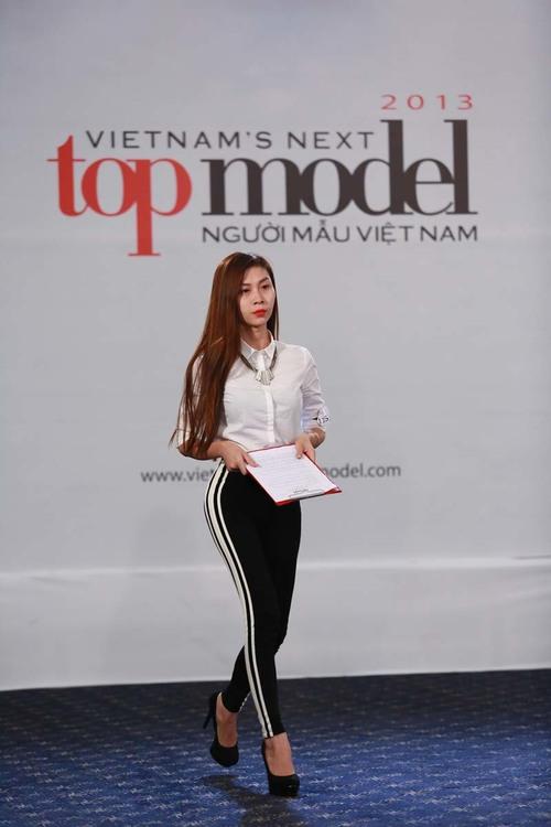 Thí sinh chuyển giới khóc trong vòng phỏng vấn Next Top Model 2013   lan phuongi 1376471108 500x0