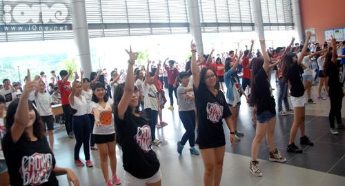 3-Crown-dance-Ams-7-1377074941.jpg