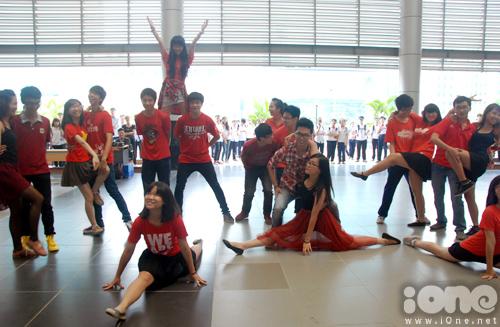 5-Crown-dance-Ams-12-1377074941.jpg