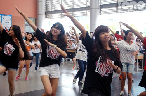7-Crown-dance-Ams-8-1377074942.jpg
