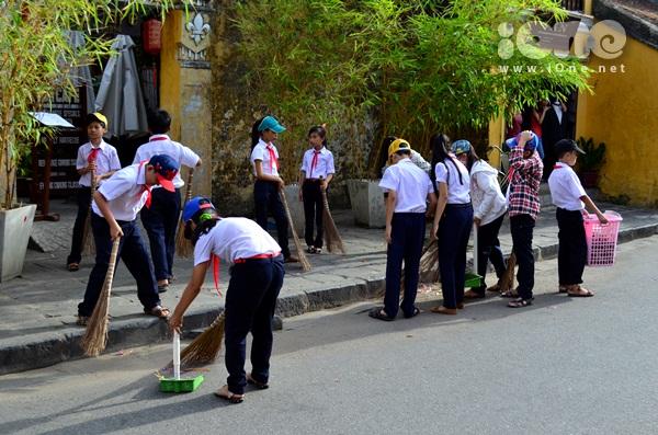 chương trình 1 giờ vì Hội An sạch hơn này nằm trong chuỗi hoạt động mang tên Đoạn đường em chăm diễn ra hàng tuần với sự tham gia của các em học sinh ưu tú của trường.