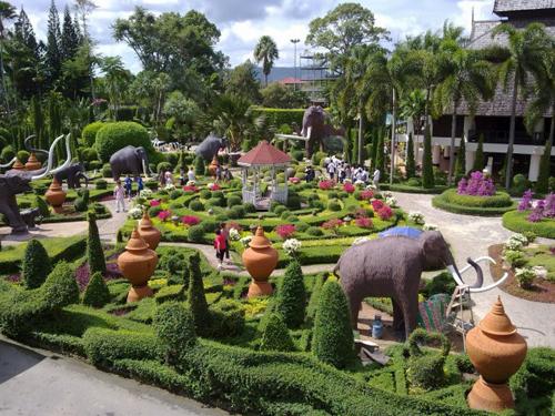 Suan-Nong-Nooch-Thailand-1377830905.jpg