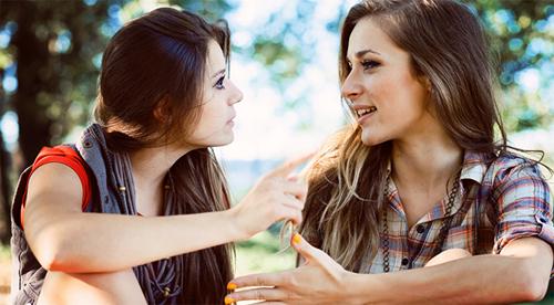 Tâm sự với bạn thân về nỗi sợ của chính mình. Điều đó có thể sẽ giúp bạn được nhiều hơn bạn tưởng đấy! Ảnh: ShockerDaily