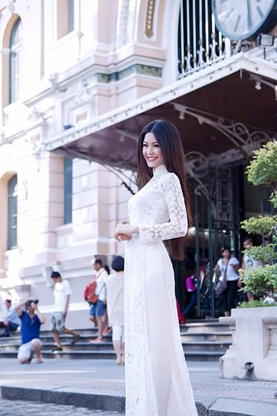 Trước đó, cô bạn cũng là đại sứ Diễn đàn trẻ Châu Á Thái Bình Dương 2011 và là đại biểu đoàn Việt Nam tham dự Tàu Thanh niên Đông Nam Á 2012.
