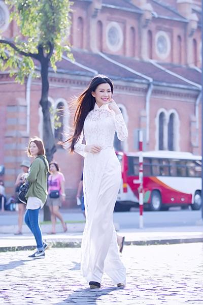 Năm 2013 được xem là năm khá thành công của Diễm Trang khi tham gia Cuộc thi Tìm kiếm Nữ hoàng cà phê Việt Nam.