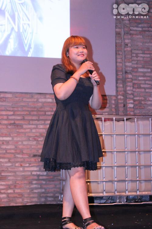 Thảo Nhi The Voice là khách mời đặc biệt của tiệc prom, cô nàng đem đến buổi tiệc 2 tiết mục đã để lại dấu ấn tại cuộc thi là bài Chạy mưa và Uống trà.