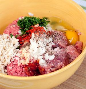 Cách làm món bắp cải cuộn thịt sốt cà ngon 5