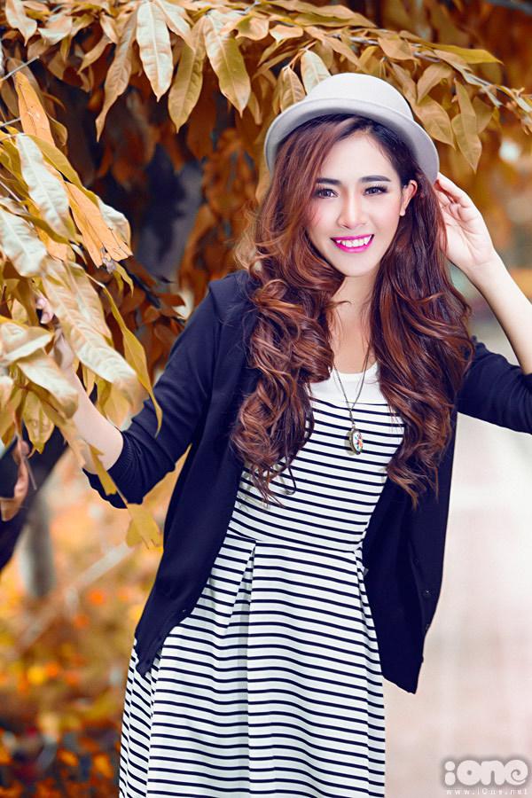Hot girl Hà Min điệu đà trên phố Sài Gòn
