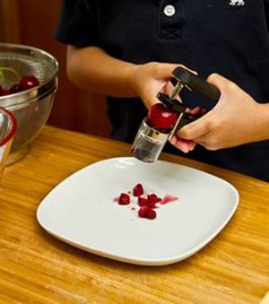 Cách làm kem cherry thơm ngon 7