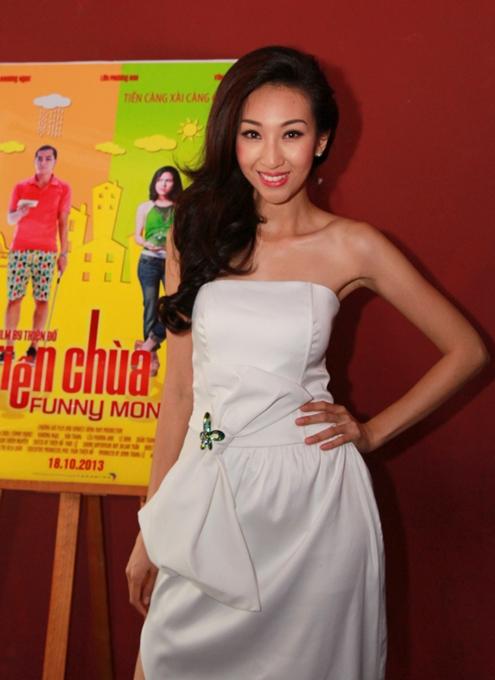 Chiều 15/9, nữ ca sĩ Lều Phương Anh tổ chức họp báo ra mắt MV Có bao giờ anh nhớ.