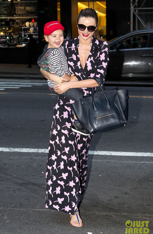 miranda-kerr-steps-out-with-he-3337-9794