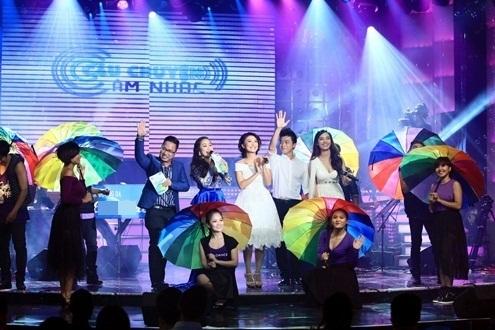 Đêm mở màn của Câu chuyện âm nhạc được khép lại với ca khúc Mưa ngâu dưới sự thể hiện của tam ca Ái Phương, Tiêu Châu Như Quỳnh, Lân Nhã.
