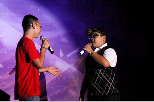 2 cậu bé dễ thương của The Voice Kids 2013 - Vũ Song Vũ và Huỳnh Hữu Đại cũng góp mặt trong đêm nhạc với ca khúc song ca 'When you believe'.