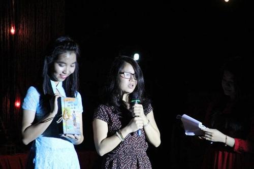 Nữ tác giả 9x Huyền Chip cũng bất ngờ xuất hiện trong chương trình. Huyền Chip gửi tặng buổi đấu giá từ thiện ấn phẩm đặc biệt của cuốn sách Đừng chết ở châu Phi.