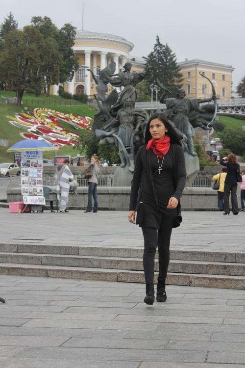 Trở về Việt Nam, á hậu Trương Thị May còn nhận được tin vui khi cô được đề cử dự thi Hoa hậu Hoàn vũ 2013.