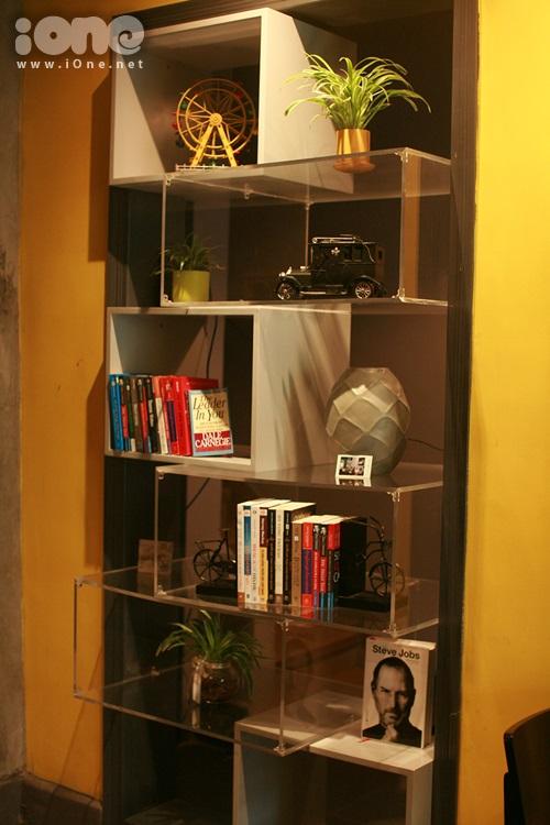 Tầng 1 là nơi dành cho những quyển sách ý nghĩa dạy cách làm người, bí quyết thành công trong cuộc sống cũng như cách phát huy năng lực bản thân. Bạn có thể bỏ túi thêm nhiều bí quyết cho riêng mình. Thích thật!